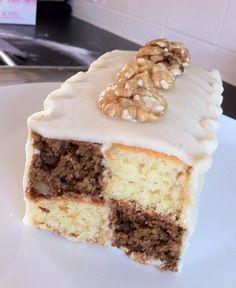 Coffee and Walnut Battenberg Cake Quick Bread, Chocolate Cake, Tiramisu, Coffee, Ethnic Recipes, Madness, Breads, Sweet, Food