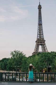 Lady Selva. 50 cosas sobre mí. 50 things about me. Woman. París. Lady Selva Fotografía. Tour eiffel. Sena. Seine. Bridge. Hat. Lovely dress. Eiffel Tower.