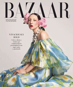 Harper's Bazaar Mexico & Latin America tributed to the legendary fashion editor Diana Vreeland on their covers for April 2020 issue featuring Andrea Carrazco. Carolina Herrera New York, Vestidos Carolina Herrera, Fashion Editor, Editorial Fashion, Editorial Hair, Collar Tribal, Harper's Bazaar, Photoshoot Concept, Cool Magazine