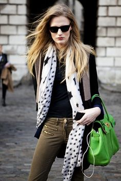 Renee Germaine van Seggern's street style looks very chic especially with the pop of bright colour with the Mulberry bayswater.