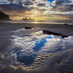 The perfect #puddlegram in Punakaiki. #TravelTuesday takes @magichourtravelscapes to #NewZealand for #sunset.