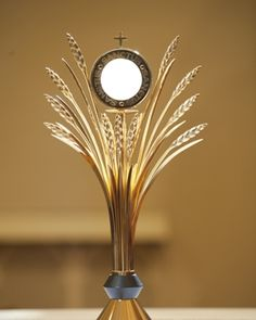 A simply beautiful monstrance to present Our Lord, the Bread of Life