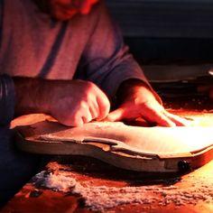 #idminabolzesi #invasionidigitali #invasionidigitalicr #igerscremona #ig_italia #cremona #violin #music #artigiano #man #iphonesia #iphoneonly #iphonography #wood #work #photooftheday #picoftheday #artigianatoitaliano #liuteria #whatitalyis