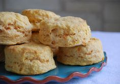 Sweet Potato Biscuits with Honey Butter.Gather Up: 2 cups cooked, mashed sweet potatoes 1 stick butter, melted 1 ¼ cups milk 4 cups self-rising flour Pinch baking soda 3 tablespoons sugar For the Honey Cinnamon Butter: 1 stick but… Cinnamon Honey Butter, Apple Butter, Sweet Potato Biscuits, Tea Biscuits, Yummy Treats, Yummy Food, Butter Recipe, Holiday Recipes, Foodies