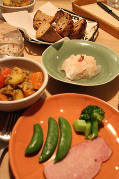 dinner on Mon. 16 Mar. 2015: boneless ham, caciocavallo from Hokkaido, leftover curry, Daikon pickled with cherry blossoms, home-pickled cucumber & Daikon, boiled snap pea & broccoli, tea bread, pain de campagne, red wine then green tea Pickling Cucumbers, Snap Peas, Cherry Blossoms, Pickles, Broccoli, Red Wine, Curry, Bread, Dinner