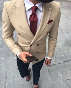 Men Suits Khaki Double Breasted Blazer Wedding Suits Groom Tailored Made Tuxedo Terno Masculino 2 Pieces (Jacket+Pants). Best Suits For Men, Cool Suits, Suit For Men, Style Costume Homme, Tuxedo For Men, Tuxedo Man, White Tuxedo, Suit Combinations, Mode Costume
