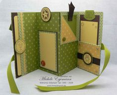 idea for mini book/card + link to tutorial. Would like to try the technique p, o. - idea for mini book/card + link to tutorial. Would like to try the technique p, only with a differen - Mini Album Scrapbook, Scrapbook Cards, Mini Albums, Mini Album Tutorial, Handmade Books, Card Tutorials, Book Making, Bookbinding, Mini Books