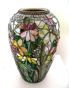 ScallonArt website showcases artist Judith Scallon's mosaic creations using stained glass. Mosaic Vase, Mosaic Flower Pots, Mosaic Garden, Flower Vases, Glass Garden, Pebble Mosaic, Concrete Garden, Mosaic Crafts, Mosaic Projects