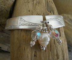 Spoon Bracelet Caprice 1937 Silver Plated Spoon by thefashionedge Silver Spoon Jewelry, Silverware Jewelry, Silver Spoons, Wire Jewelry, Jewelery, Jewelry Ideas, Jewelry Accessories, Jewelry Design, Spoon Art