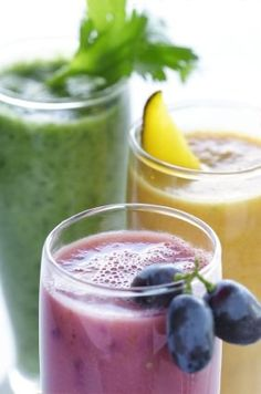 13 Refreshing Smoothie & Green Juice Recipes What is your favorite Juicing Recipe? 13 Refreshing Smoothie and Green Juice Detox Juice Recipes, Green Juice Recipes, Easy Smoothie Recipes, Easy Smoothies, Raw Food Recipes, Healthy Recipes, Green Smoothies, Breakfast Smoothies, Vegetable Smoothies