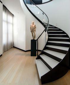 Caesarstone Treppen verleihen Räumen Persönlichkeit und ein stilvolles Ambiente. Caesarstone Treppen sind ein entscheidender Blickfang eines jedes Hauses.
