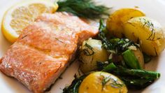 Looking for the best Salmon recipes? Get recipes like Easy Salmon Foil Packets with Vegetables, Easy Grilled Salmon and Poached Salmon from Simply Recipes. Salmon Recipes, Potato Recipes, Fish Recipes, Seafood Recipes, Cooking Recipes, Healthy Recipes, Cooking Ribs, Delicious Recipes, Healthy Foods
