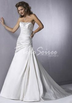 Robe de Mariée Bustier-A-Line/Princess bretelles chapelle des robes de mariée en satin de train