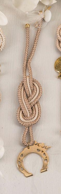 ιδιαίτερη μπομπονιέρα γάμου Christmas Wedding, Christmas Ideas, Diy Wedding, Wedding Ideas, Knots, Crochet Necklace, Projects To Try, Xmas, Crafts