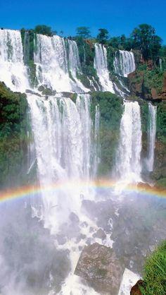 Uno de los lugares mas bellos que me ha tocado conocer.  Cataratas del Iguazú/Foz do Iguaçu - Argentina y Brasil
