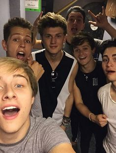 | THE VAMPS HANG OUT WITH NEW BAND BEFORE YOU EXIT ! | http://www.boybands.co.uk