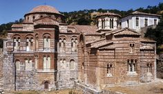 2ND GOLDEN AGE - ARCHITECTURE: CHURCHES OF THE MONASTERY OF HOSIOS LOUKAS - Early 11th century -  Modest in scale. Built for small groups of monks to live in isolated areas. Elaborate interior (covered with mosaic decoration) and plain exterior. Elongated proportions. Dedicated to St. Luke. LOCATION: GREECE