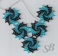 Lo veo como un fractal en crochet. / Spiral pattern that would also look good in varied colours Seed Bead Necklace, Seed Bead Jewelry, Beaded Jewelry, Jewellery, Seed Beads, Beaded Necklace, Necklaces, Beading Projects, Beading Tutorials