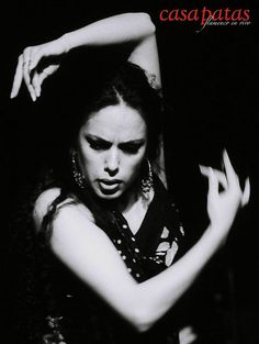 Palms out not in Belen Lopez Tango Dancers, Dance Poses, Lets Dance, Belly Dancers, Dance Art, Murcia, Dance Photography, Pose Reference, Portrait