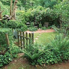 City garden: 20 points for success 20 tips for creating a city garden. Garden Structures, Garden Paths, Garden Tips, Balkon Design, Backyard Lighting, Backyard Garden Design, Home Landscaping, Shade Garden, Dream Garden