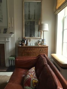 Here are some doable living room decor and interior design tips that will make your home cozy and comfortable for family and friends. Home Living Room, Living Room Designs, Living Room Furniture, Home Furniture, Living Room Decor, Living Spaces, Antique Furniture, Furniture Online, Classic Furniture