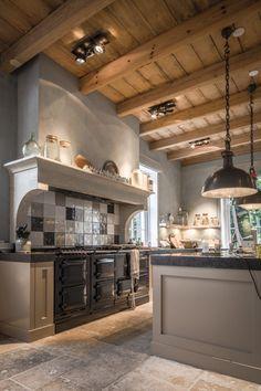 Inlove... Kitchen stove, ceiling. Garden Living, Rustic Wood, Rustic Farmhouse, Farmhouse Style, Country Kitchen, Home Decor Kitchen, Interior Design Kitchen, Home Kitchens, Kitchen Ideas