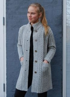 CLASSIC knit kit by designer,Hanne Falkenberg of Denmark. sizes : S (M/L) XL Full width: 111 (122) 132 cm Total length: 82 (86) 90 cm Sleeves from shoulder 50 (
