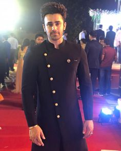 Pearl v puri 😘 Eventila's Style-File Guide presents Wedding Dresses for Men! Mens Wedding Wear Indian, Blazer For Men Wedding, Wedding Kurta For Men, Mens Indian Wear, Wedding Dresses Men Indian, Mens Ethnic Wear, Indian Groom Wear, Wedding Dress Men, Indian Men Fashion