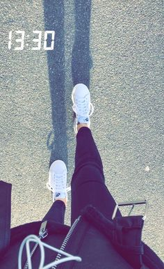 [ p ι n т e r e ѕ т ] : bracefaceally - [p ι n т e r e ѕ т]: bracefaceally La mejor imagen sobre diy clothes para tu gusto Estás busca - Creative Instagram Stories, Instagram And Snapchat, Instagram Story Ideas, Snapchat Selfies, Girl Photo Poses, Girl Photography Poses, Tumblr Photography, Teenage Girl Photography, Snapchat Picture