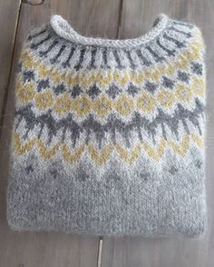 Bilderesultat for islandsgenser Sweater Knitting Patterns, Knit Patterns, Fair Isle Knitting, Hand Knitting, Pull Jacquard, Norwegian Knitting, Icelandic Sweaters, How To Purl Knit, Hand Dyed Yarn