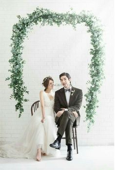 17 ideas photography studio wedding bridal portraits for 2019 Korean Wedding Photography, Bridal Photography, Indoor Photography, Photography Tips, Landscape Photography, Wedding Couple Poses, Pre Wedding Photoshoot, Wedding Flower Decorations, Wedding Flowers
