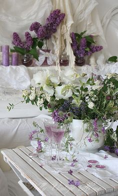 When the room is white, changing a candle and flowers makes it a completely different colored room.