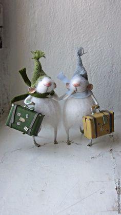 Купить Мышата с чемоданами - белый, мышонок, пушистый, миниатюра, зима…