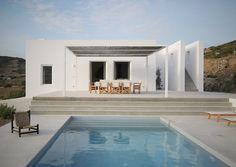 A Paros, très belle maison cycladique de 180 m2 avec vue panoramique sur la mer…
