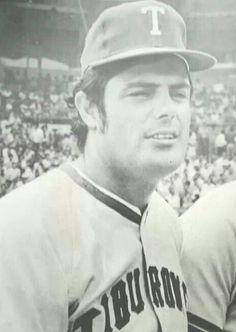 Lou Piniella en la liga Venezolana vistio el uniforme de los Tiburones de La Guaira en la temporada 1971/1972.