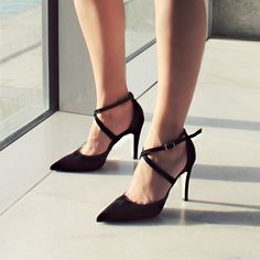 Cross strappy court shoes! Η πιο sexy version με χαμηλό τακούνι! Βρες το ζευγάρι που σου ταιριάζει! Shop online ▶️ papanikolaoushoes.gr ❤️ #papanikolaoushoes #fw1920 #sales #offers #pumps Kitten Heels, Pumps, Sexy, Shoes, Fashion, Moda, Zapatos, Shoes Outlet, Fashion Styles