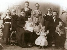 We Are Family, Big Family, Vintage Family Photos, Old Photos, Little Ones, Families, The Past, Victorian, Photography