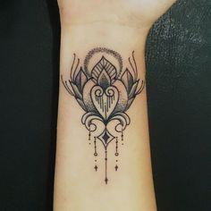 Flor ornamentada ... Lorinho Nust Custom Tattoos  Contatos para agendamentos e ou orçamentos: 55(31) 99477-4781 = whatsapp ou lorinhotattoonust@gmail.com