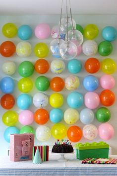 Colorful Balloon backdrop decoration for birthday party. Party Kulissen, Party Time, Party Ideas, Birthday Fun, Birthday Parties, Birthday Table, Birthday Celebration, Birthday Ideas, Party Mottos