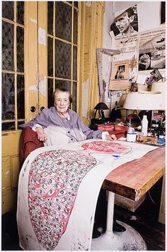 Que bella! -- > Louise Bourgeois at work, New York, 2009, by Dimitris Yeros.
