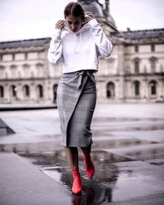 Grey details by @constantly_k @platinum__lifestyle_ @the.fashionistas.lifestyle . . #fashion #style #stylish #love #skirt #booties…