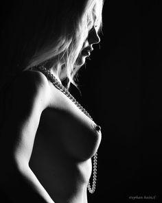 Aubrey black + white by Stephan Hainzl