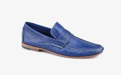 Elegant moccasin with leather sole.