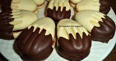 Biscuits with crown fluors melting in the mouth by Sophie Tsiopou Greek Sweets, Greek Desserts, Greek Recipes, Chocolate Fudge Frosting, Chocolate Chip Cookies, Candy Recipes, Cookie Recipes, Food Network Recipes, Food Processor Recipes