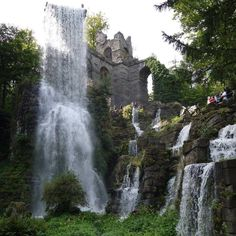 """Apropos Mittelerde. Wie wäre es mit einem Besuch der Wasserspiele im Bergpark Kassel Wilhelmshöhe? Da sieht es aus wie im Film """"Herr der Ringe""""."""