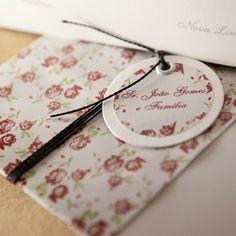Eu recebomuitos e-mails de noivas me perguntandoquanto tempo antes do casamento elas devem começar a pesquisar os convites. Em contrapartida…