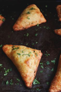 Low-Carb Indian Vegetable Samosas - try this dough as the base for a greek stromboli or calzone with gyro meat or ground beef/shrimp/greek chicken, feta, tomatoes, alfredo or tzatziki sauce. Ketogenic Recipes, Low Carb Recipes, Diet Recipes, Vegan Recipes, Cooking Recipes, Curry Recipes, Ketogenic Diet, Keto Indian Food, Indian Food Recipes