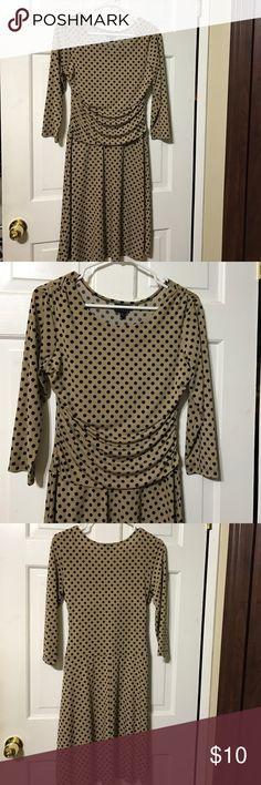 Swing midi dress Very comfy swing midi dress. Stretch material. 3/4 sleeve. Tan with black polka dots en focus studio Dresses Midi