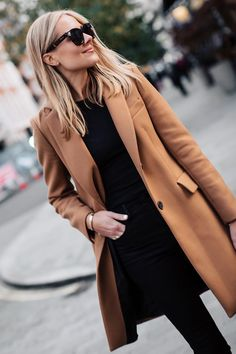Fashion Jackson Zara Camel Coat Black Sweater Black Skinny Jeans Outfit 20 Attractive Women Coats to Wear this Fall Winter Skinny Jeans Outfits, Black Jeans Outfit Winter, Camel Coat Outfit, Outfit Jeans, Classy Jeans Outfit, Zara Outfit, Mantel Outfit, Jean Outfits, Casual Outfits