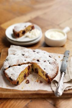 Delicious cherry and almond cake recipe. A warming dessert perfect for winter entertaining. Gourmet Cakes, Gourmet Recipes, Baking Recipes, Cake Recipes, Dessert Recipes, Dessert Ideas, Cherry And Almond Cake, Almond Cakes, Creative Gourmet